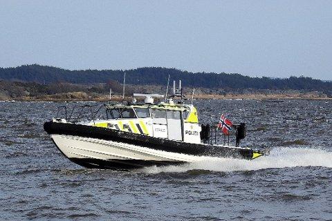 På vakt. Den nye politibåten er på vakt hele døgnet og opererer i farvannet mellom Halden og Son.