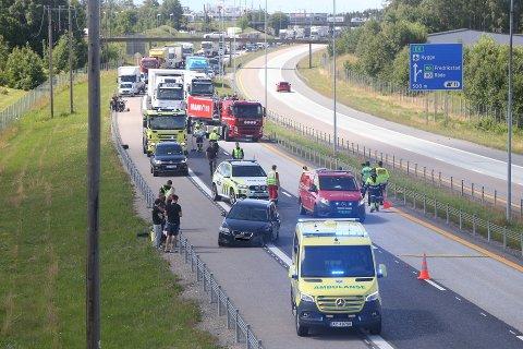 Full stopp: Det er full stopp på E6 etter ulykken ved Jonsten.