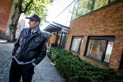 OPPFORDRING: Stasjonssjef Henning Dalbye i Moss oppfordrer til rask kontakt med politiet etter hendelser hvor unge opplever ubehagelig kontakt med voksne i biler.