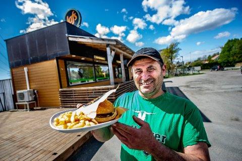 Daglig leder Hani Giwardis eier Jafs gatekjøkken ved Haldenveien på Begby sammen med George Dafeed. Omsetningen ble 4,7millioner kroner i fjor.