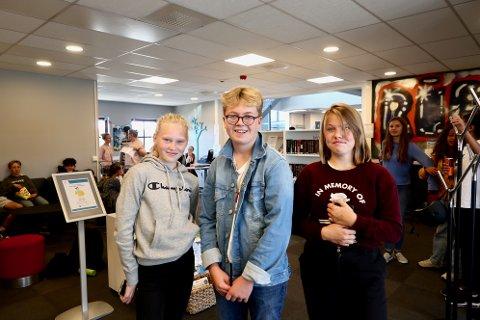 Sofie Finskud Karlsen, Birk Henrik Johansen og Celine Bunes Thorbal var alle enig om å gi overskuddet til Østsiden Bibliotek.