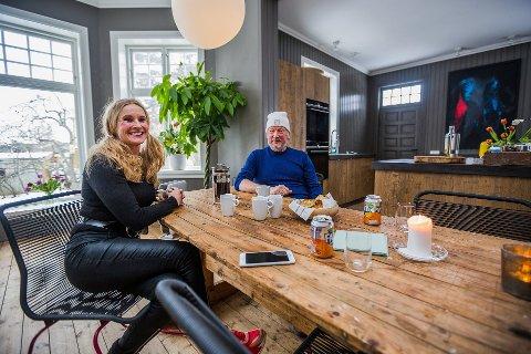 Gunhild Bøgseth og Hans Edvardsen kjøpte den gamle legeboligen i Kjørberggaten på Selbak høsten 2017. Nå starter de bedrift sammen – med huset som kontor.