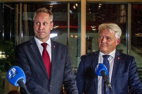 Jon-Ivar Nygård og Bjørnar Laabak ønsker seg begge til Stortinget neste år. Nå mener Nygård at Laabak kommer med jernbaneønsker som ikke stemmer med hva partiet mener nasjonalt.