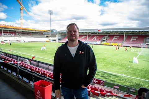 Jostein Lunde har stått i flere «stormer» som FFK-leder. Denne sesongen har det meste gått på skinner. Åtte  kamper før slutt er FFK suverene serieledere.