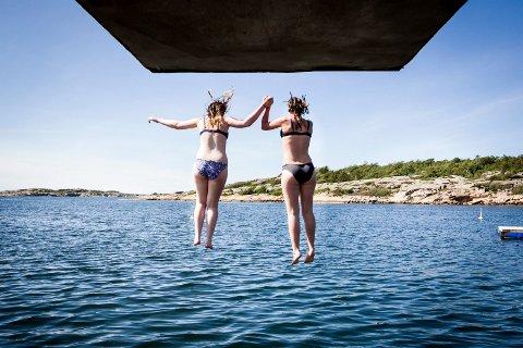 På Foten badeplass ble det målt 19,4 grader i vannet søndag.