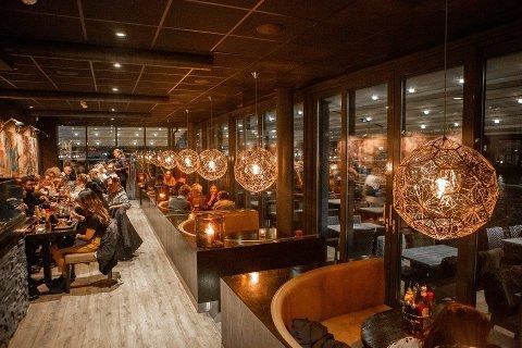 Fra og med fredag kan man igjen nyte alkohol til mat på spisesteder i Fredrikstad. Det vedtok flertallet i formannskapet torsdag. Arkivfoto: Harry Johansson