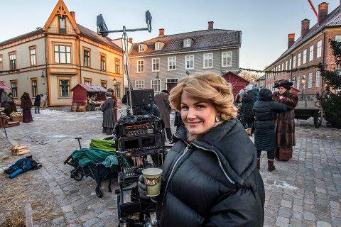 – Jeg har møtt så mange hyggelige mennesker, sier Lena Kristin Ellingsen under innspillingen av NRK-serien i Gamlebyen.