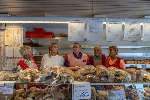 Else Johansen, Merete Resberg Mikalsen, Jeanette Resberg, Sylvia Kaufmann og Tove Thygesen ved Odds Bakeri og Konditori solgte bakevarer for nesten seks millioner kroner i pandemiåret.