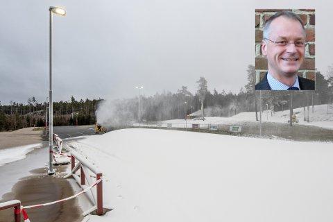 Eivind Leister (H) fikk ikke politikerkollegene med på å utrede en oppgradering av vannledningen for å bedre trykket på snøproduksjonen på Fredrikstad skiarena – men han fikk en liten seier i form av flertall for et noe mindre forpliktende vedtak.