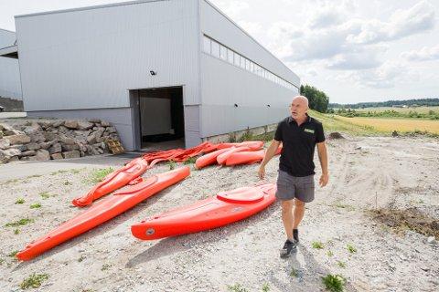 Len Ystmark vil ikke skylde på andre enn seg selv, men forteller at selskapet har mottatt mange slag i ansiktet det siste året.