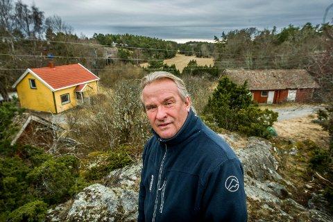 VIL KJØPE: Styret i Bukkenes Vel, Vann- og Avløpslag – her ved leder Geir Holm – ønsker å kjøpe hele Bukkenes leirskole der kommunen har ferdigregulert elleve hyttetomter.