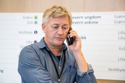 Fagsjef Helge Stene-Johansen har travle dager på jobb. I tillegg til den praktiske håndteringen av situasjonen har mediepågangen vært stor etter at nyheten om spredning av det muterte viruset på en avdeling ble kjent.
