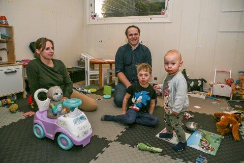 Det har blitt et nytt midtpunkt i familien etter at Emilie kom til verden. Tine Fjerdingby og Espen Wisur ble foreldre, og Benjamin storebror, den dagen Norge stengte ned.