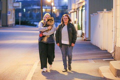 DET GÅR BRA: Bianca Hermans (t. h.) fikk erfare at livet ikke alltid går på skinner under koronapandemien. Heldigvis klarte den tøffe damen å snu motgang til seier. Her går hun tur med datteren og hunden Buddy.