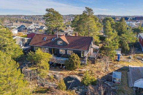 SOLGT: Det var mange som møtte opp på visning i Riisløkka 29 forrige uke. Mandag ble huset solgt til langt over prisantydning.