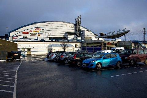 Østfoldhallene er ett av mange kjøpesenter som opererer med gratis parkering. Det ønsker MDG nå å få slutt på.