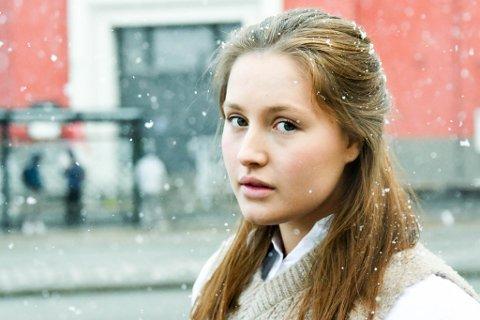 Emilie-Alexandra Schei Stang (22) synes pandemien og de strenge smitteverntiltakene tærer på den psykiske helsa.