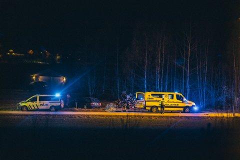 To personer ble fraktet til sykehus etter en trafikkulykke i Saltnesveien natt til lørdag.
