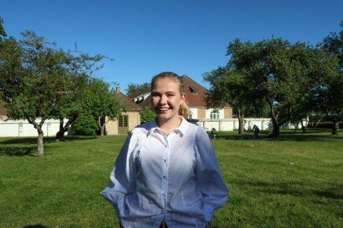 Anne Haug (21) var en av søkerne som  i fjor fikk 30.000 kroner i stipend fra Installatøren.  Sommeren 2020 satt hun opp «Folk og røvere i Kardemomme by» i Gamlebyen. Foto: FB-arkiv