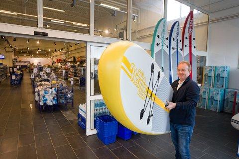 Kjell Erik Skovly  selger det meste av båtutstyr i den nye Maritim-butikken i Kongeveien.