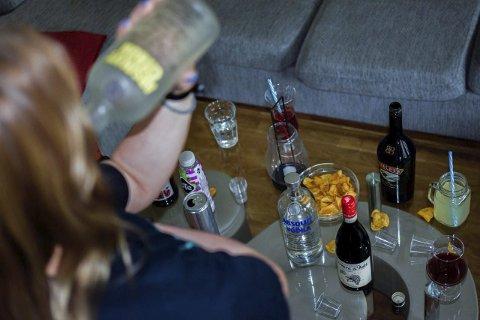 ULOVLIGE FESTER: «Daniella» (18) fra Askim har holdt fester og bryter smittevernreglene som gjelder i Indre Østfold.