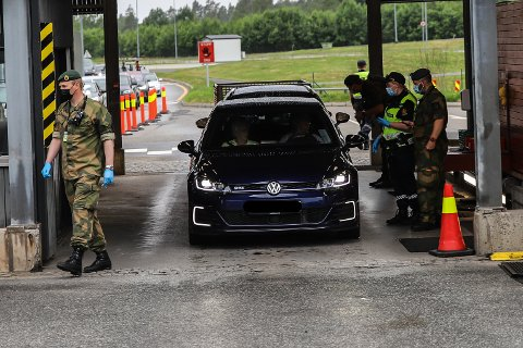 Heimevernet bistår politiet på Svinesund.