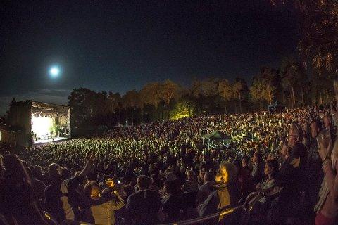 Avlyst: Årets utgave av Sarpsborgfestivalen er avlyst. Samtidig er det klart at neste års festival i Kulåsparken skal holdes 2. og 3. september. Bildet er hentet fra Tomas Ledin-konserten i 2015.