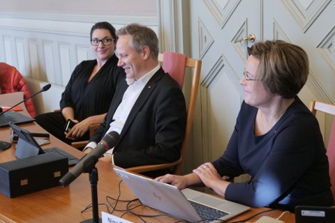 Ordfører Jon-Ivar Nygård og varaordfører Siri Martinsen vil lede kommunen, sammen med kommunedirektør Nina Tangnæs Grønvold, i enda noen uker. 21. oktober blir Martinsen ordfører, mens Atle Ottesen vil overta Martinsens plass som varaordfører.