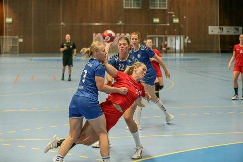 Karoline Syversen og FBK leverte en sterk 2. omgang mot Storhamar.