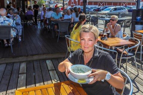 Engelsviken Fiskerestaurant AS og daglig leder Christine Alexandersen fikk til et solid resultat i koronaåret 2020. Her med restaurantens berømte fiskesuppe fotografert for noen år siden.