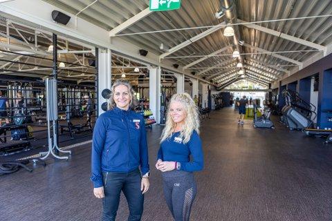 ÅPNET: Lene Hulleberg Nygård og Mette Winther er glad for å kunne åpne dørene til treningssenteret.
