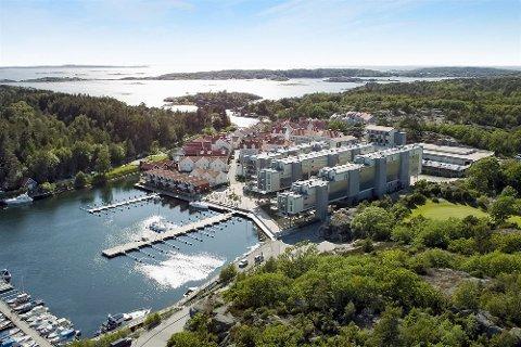 FLERE ANLEGG: Strömstad Spa med 116 leiligheter er midt i bildet. På Nötholmen er det også andre boliger som ikke inngår  konflikten mellom hotellet og eierne av leilighetene.