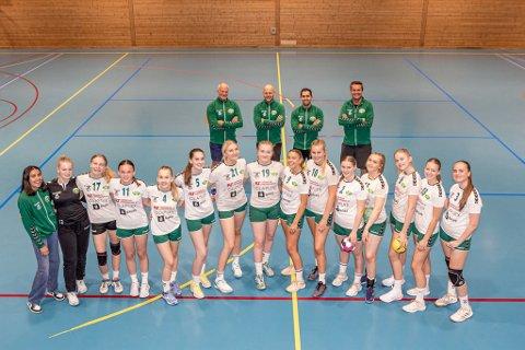 Denne Kråkerøy-jentene skal denne helgen i ilden. Bak lederteamet bestående av Ole Sveen, Amund Bjørke, Tiago Fernandes og Henrik Thorstensen.