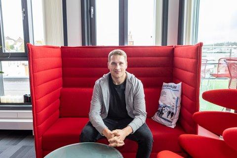 Tyler Coulter stortrives i Fredrikstad. Stjernen-profilen har markert seg i sesongstarten. - Jeg bare nyter hver dag og elsker å spille ishockey, sier han.