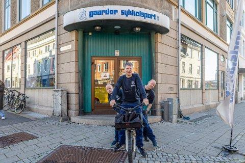 GAARDER SYKKELSPORT: Atle Johansen, Kai Eriksen og Roy Eriksen har til sammen flere tiårserfaring i sykkelbransjen.