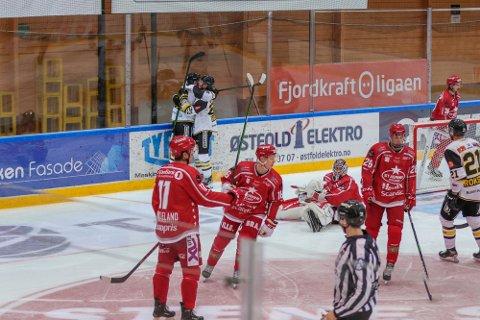 Det var Oilers som kunne juble til slutt i Stjernehallen. Her etter 2-0-scoringen til Dan Kissel.