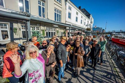 I regi av Fredrikstad Jazz og Bluesklubb ble gjestene på Havnelageret invitert til gruppeklem klokka 16.00.
