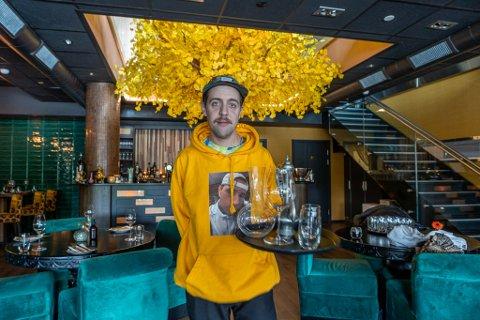 NOMADS: Björn Gunnar Olsson har jobbet i serveringsbransjen siden han var 16 år gammel. De siste årene har han vært å se på flere av restaurantene her i byen.