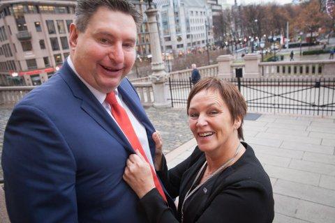 Sortingsrepresentant Margun Ebbesen (H) og  narvikordfører Rune Edvardsen.