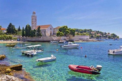 TO AKTØRER: Både Apollo og Kroatiaspesialisten sender solhungrige nordlendinger direkte til Kroatia fra Evenes i sommer.