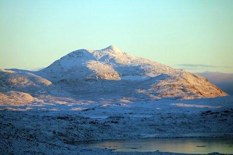 Skjomfjellet i går søndag. I høyden er det godt med snø, lavlandet er det verre med.. Og slik vil det være, i hvert fall til over helgen.