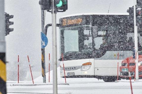 TRAFIKK I SANNTID: Fra neste år kan man få mer presis ruteinformasjon for blant annet buss. Foto: Kristoffer Klem Bergersen.