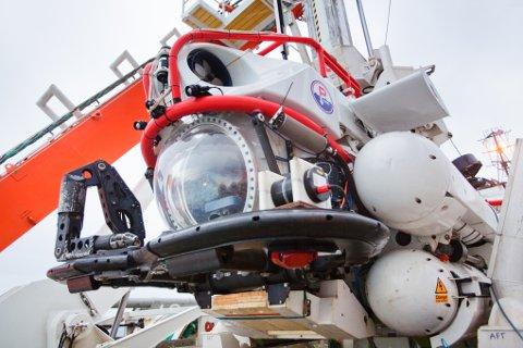 """Natos ubåt-redningssystem ombord på supplyfartøyet """"Rem Star"""" under en redningsøvelse i Hardangerfjorden i 2011."""
