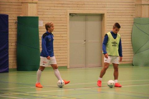 Mathias Nicolaisen og Simon Evjen møtte Vesterålen lørdag i eliteserien i futsal.