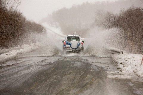 På grunn av store nedbørsmengder er det sendt ut flomvarsel for Narvik.