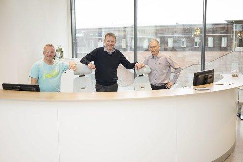 Klare til å ta i mot kunder: Fra venstre PH Larsen, Elling Berntsen og Victor Vang gleder seg til å ta i mot kundene mandag. Alle foto: Andreas Haakonsen