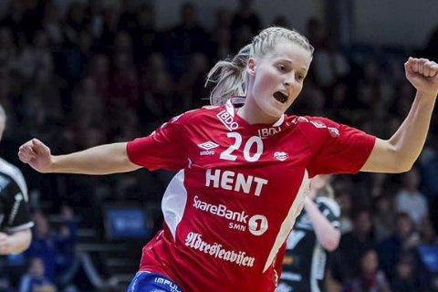 KJEMPESESONG: Marit Røsberg Jacobsen kom på årets lag kåret av spillerne selv i norsk topphåndball.