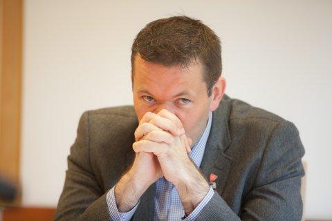 Ordfører Svein Erik Kristiansen (H) ønsker seg til Narvik. Han kjenner på spenningen fram mot kommunestyret torsdag.