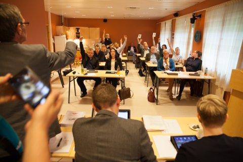 Ni av kommunestyretss 17 medlemmer stemte for Evenes som egen kommune.