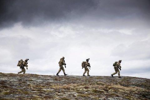 Til Ramsund? Kystjegerkommandoen ble i sin tid opprettet av personer i blant annet Marinejegerkommandoen. Nå kan marinejegerne bli redningen til kystjegerne, dersom forslaget om å beholde kapasiteten som Kystjegerkommandoen i dag representerer – og at avdelingen flytter fra Trondenes utenfor Harstad til Ramsund orlogsstasjon i Tjeldsund.
